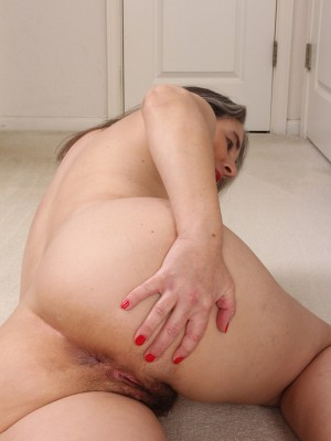 Older MILF Olivia Olay will be taking off the lady dress ...