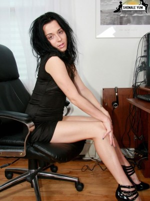 Well Hung Brunette hair Shemale Taunting Her Shaven Stiff Cock