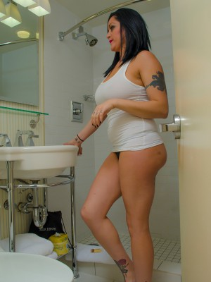 JESSABELLE IN THE SHOWER