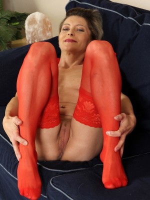 A gorgeous milf which likes anal and black ja - 3 5