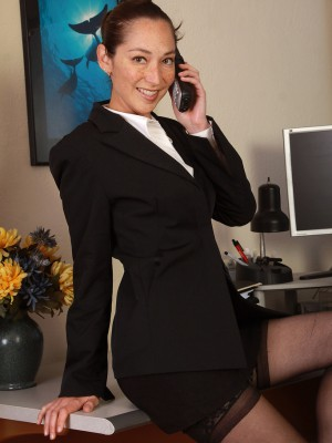 34 year old hawt executive Fiona Filmore opens her gams on the desk