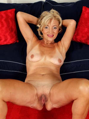 41 yr old milf gets creampied 7