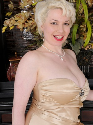 Blond plus breasty Goldie Ray slides off her gold elegant dress inside here