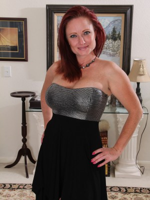 Cute 38 year older redheaded Shelly Jones lookin elegantly bare