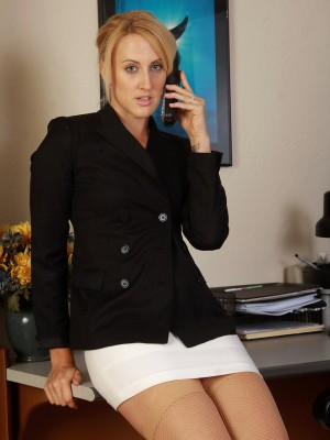 32 year older workplace MILF Dylan Ryan glides from her workplace dress