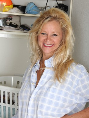 Gorgeous 44 year older housewife Heidi Gallo cracks following doing laundry