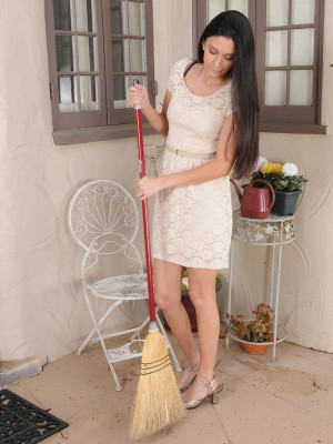 Cute black haired Nikki Daniels shows off her hairy box outdoors