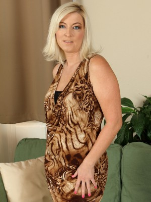 39 year mature Michelle H from AllOver30 slips from her elegant dress