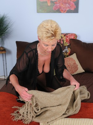 47 year older Taylor Lynn from AllOver30 deep-throating about her ebony knickers