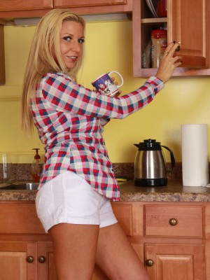 After liking a cup of coffee sexually aroused Jessica Taylor likes her box