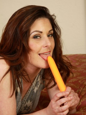 34 year aged Tammy Wilcox utilizes her orange sex toy here