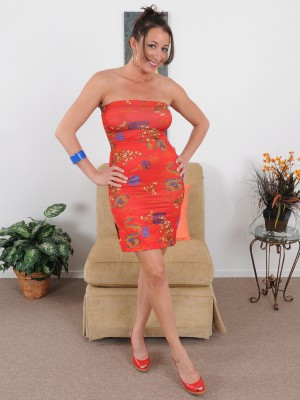 Beautiful 36 yr old Kaylynn slides out-of the woman elegant gown to pose
