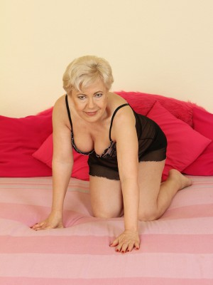 Lascivious old 58 year-old Mimi gratifying herself with a big plastic dildo