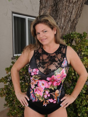 Stunning 37 yr old Marie Micheals shows the girl red through the backyard