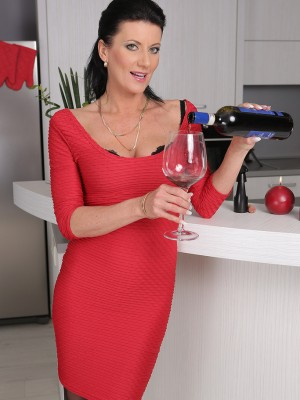 32 year old Olivia from AllOver30 gets naked after a glass