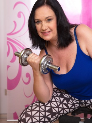 48 yr old Rita Dark from AllOver30 power training and distributing puss