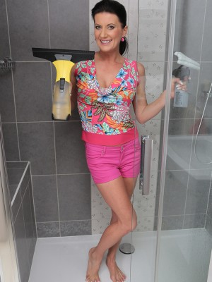32 yr old brunette locks Olivia gets by herself hot and damp in the shower