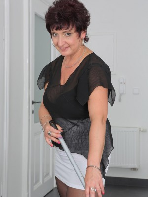 Spectacular 52 year old housewife Jessica Insane violates from chores