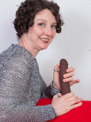42 yr old Artemesia from AllOver30 loving an enormous brown toy