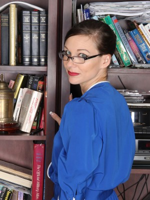 31 yr old Cuteness from Allover30 makes reading more erotic