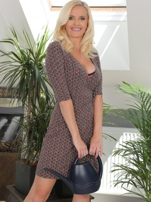 Splendid blonde housewife Lilly Patterson showing the woman epic wobblers