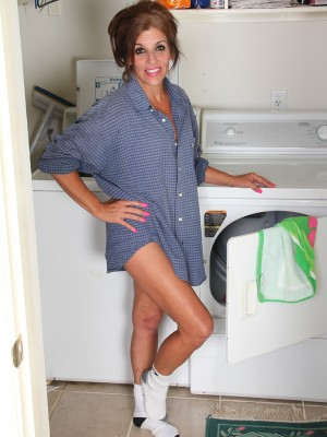 Crazy Nicole Newby doing her laundry and erotic dance down