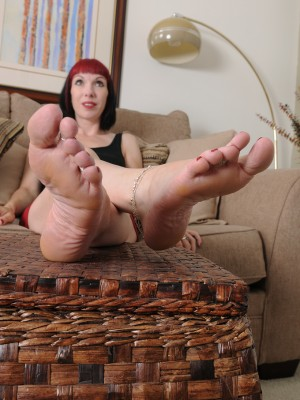 Goth playgirl Alyce Porter has a little foot fetish enjoyable and gets nude