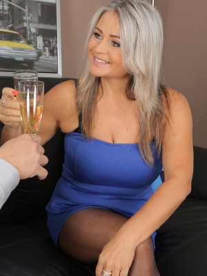 Beautiful older Zaira Connor makes love after one glass of wine