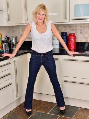 Buxomy blond Molly Maracas slides from girl denim and flashes to the kitchen