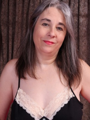 Big-boobed older Olivia Olay widens the woman soles and jerks for us