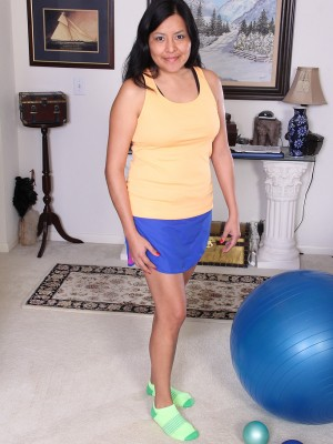 Non-traditional cutie CiCi Jones calculates on her behalf behalf yoga ball then acquires naked for joy