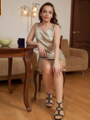 Kinky bombshell Manuella loves the chick morning coffee