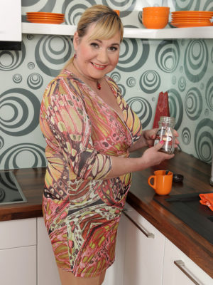 Pretty obese babe Venuse shows those big scones