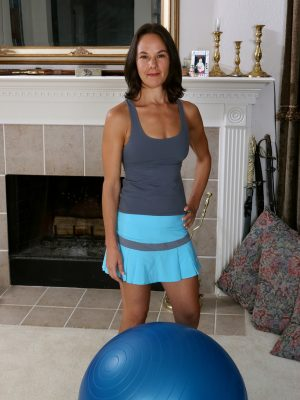 Fit MILF Mindy Johansen inside yoga ball