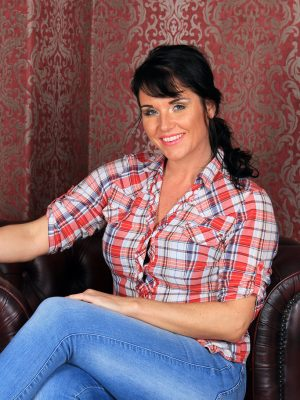 Hawt Leah H inwards her tight denim