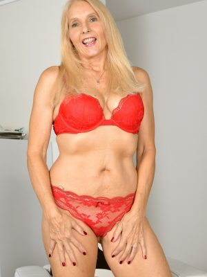Chery Leigh Mature Blonde Smiles