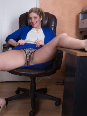 Alicia Silver masturbates together with her vibrator at work