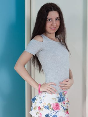 Dalila models because of the woman mirror and masturbates during intercourse