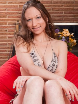 Cara Banx strips naked on her red pouf