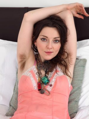 Franckoh strips off her pink dress while in bed