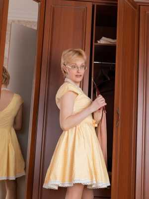 Barbara slides off her yellow dress to get naked
