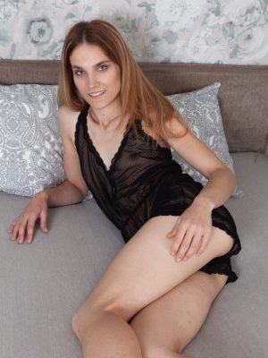 Rosi poses in black lingerie while in bed