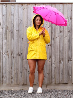 SammRosee – Yellow RainCoat