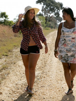 Livia & Nailah – Country Road