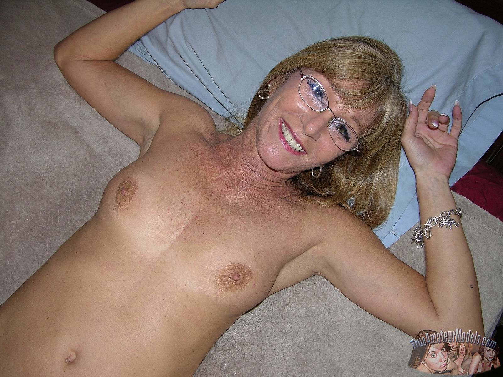 Amateur milf 51 years old cougar