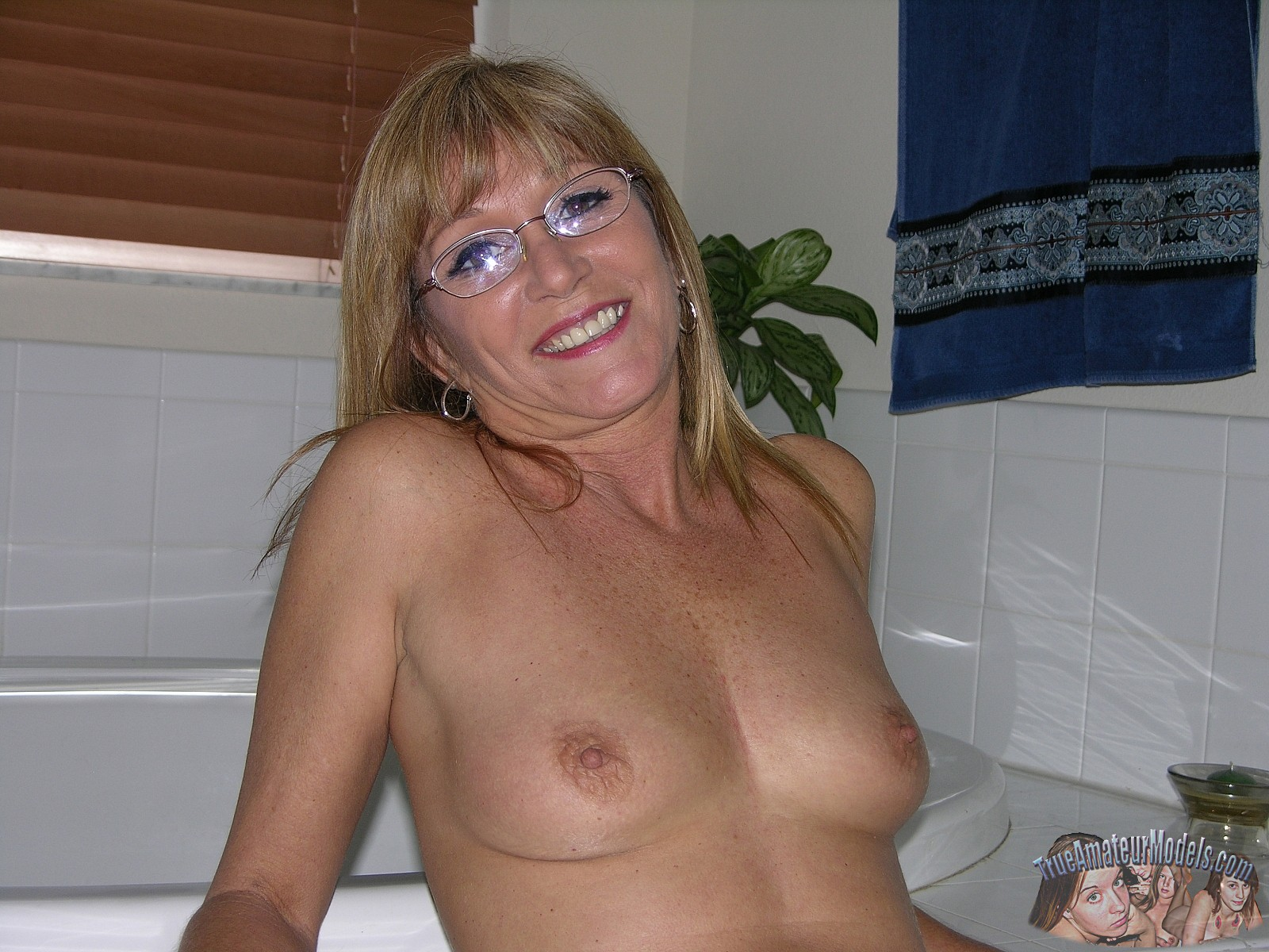 Enourmous mature tits