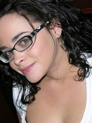 Hot Inexperienced Lady Unclothed With Glasses – Sophie Model