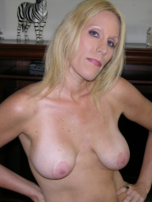 41 Year Old Inexperienced Milf Shows Her Big Inborn Bazookas