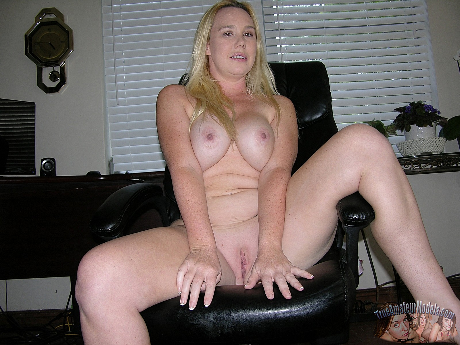 Big blonde amateur nude