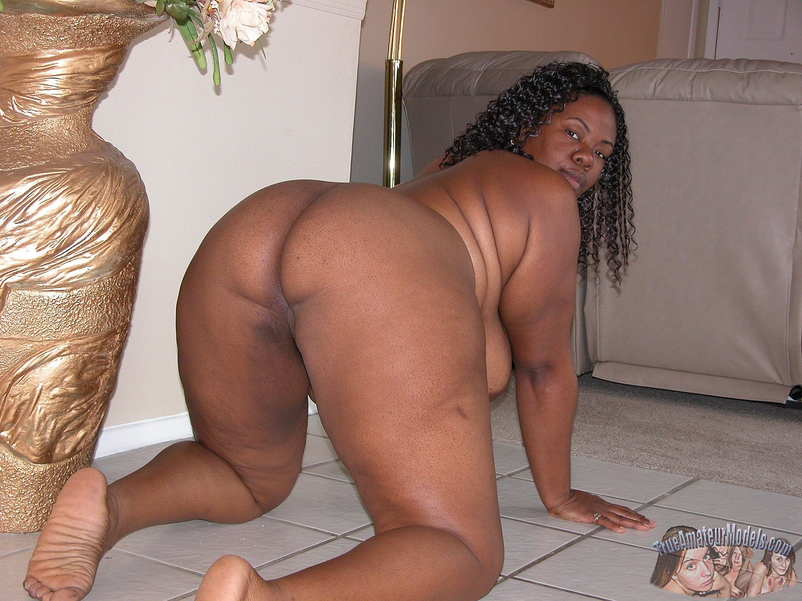 Black Bbw Woman Modeling Nude And Spreading Apart Her -5452